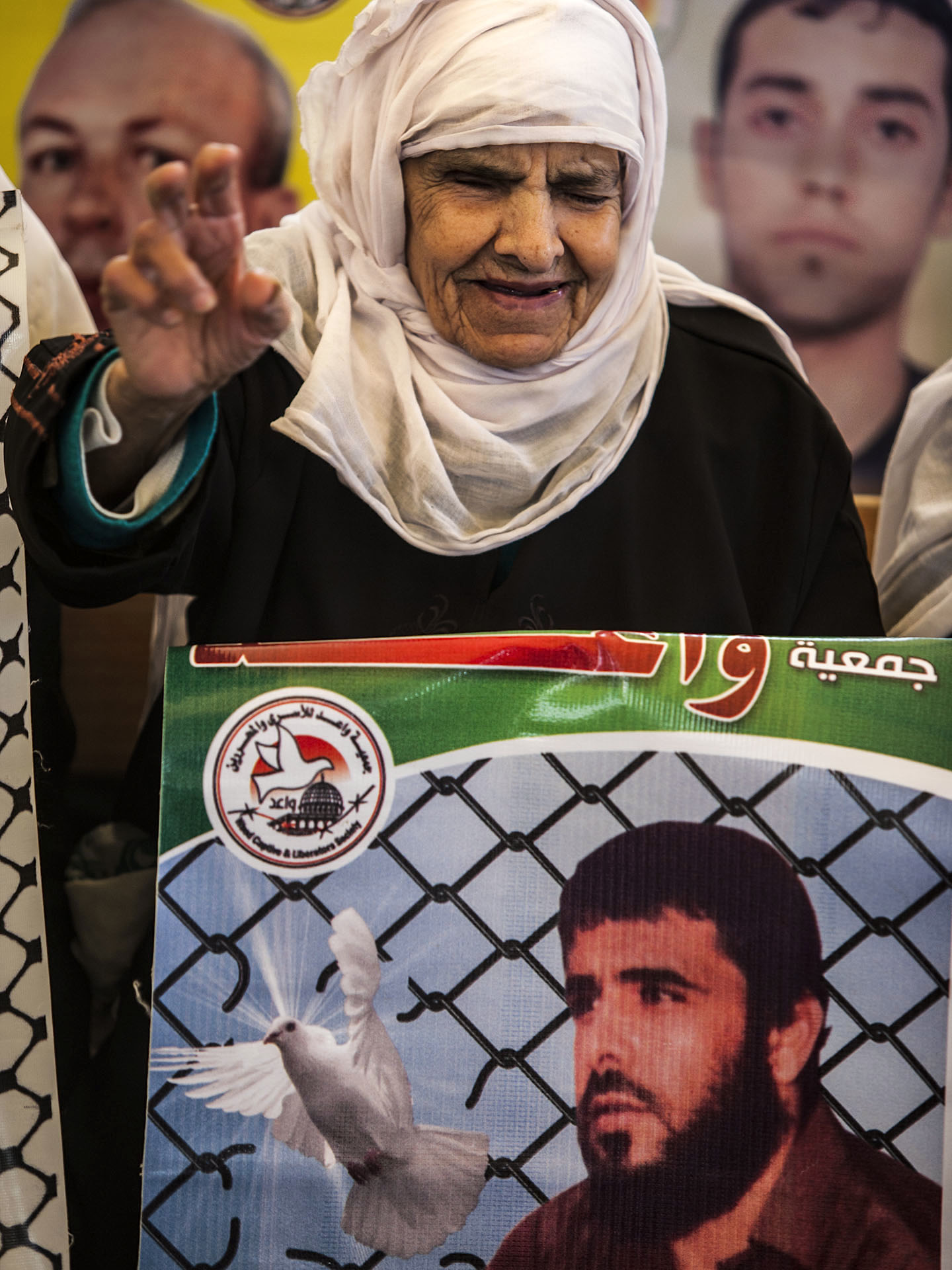 Mother of Gaza with photo of her son : Mother of Gaza in a demonstration for the release of her son in israeli jails