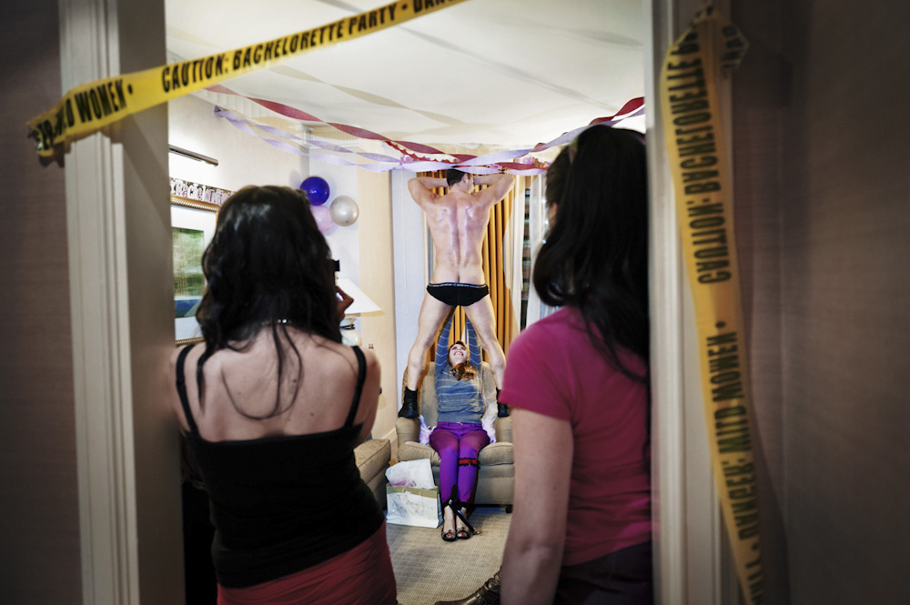 Caution : Series documenting bachelorette parties as a rite of passage for young American wome