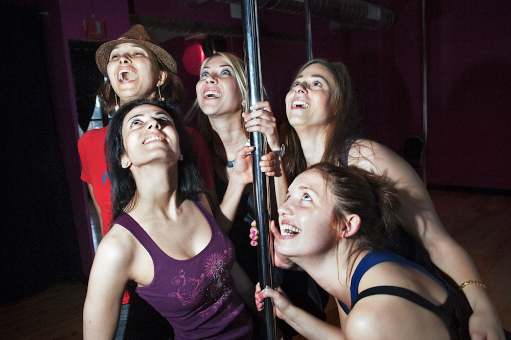 Group Photo : Series documenting bachelorette parties as a rite of passage for young American wome