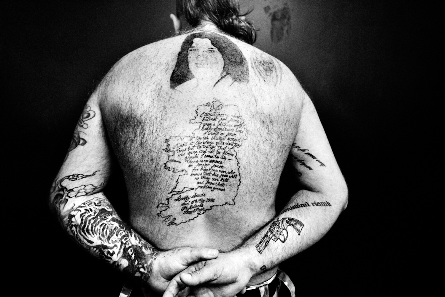 Independent on my skin 7 : Philip (40) - Dublin - A portrait of Bobby Sands and the map of the Irish Free State. // from seriea about IRA terrorists.
