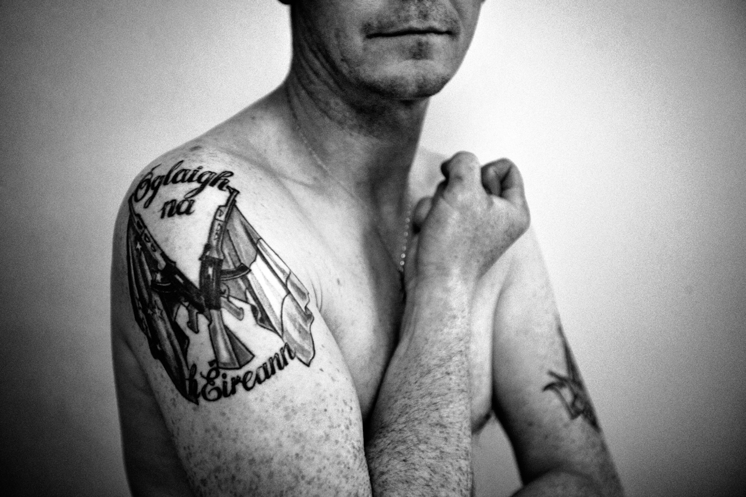 Independent on my skin 8 : Colm (38) - Dublin - Five generations of Republicans soldier of Ireland, proud to be one. The state is trying to criminalize the idea. Got into politics a few years ago because the movement was starting to lose its energy. // from seriea about IRA terrorists.