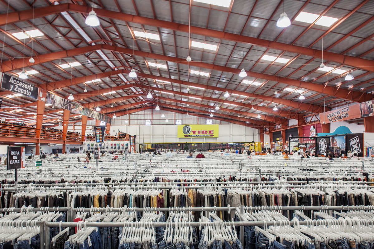 Paca  : Paca - package - Second hand american clothes sold as a low cost solution for latin american countries. Consumption in the third world.