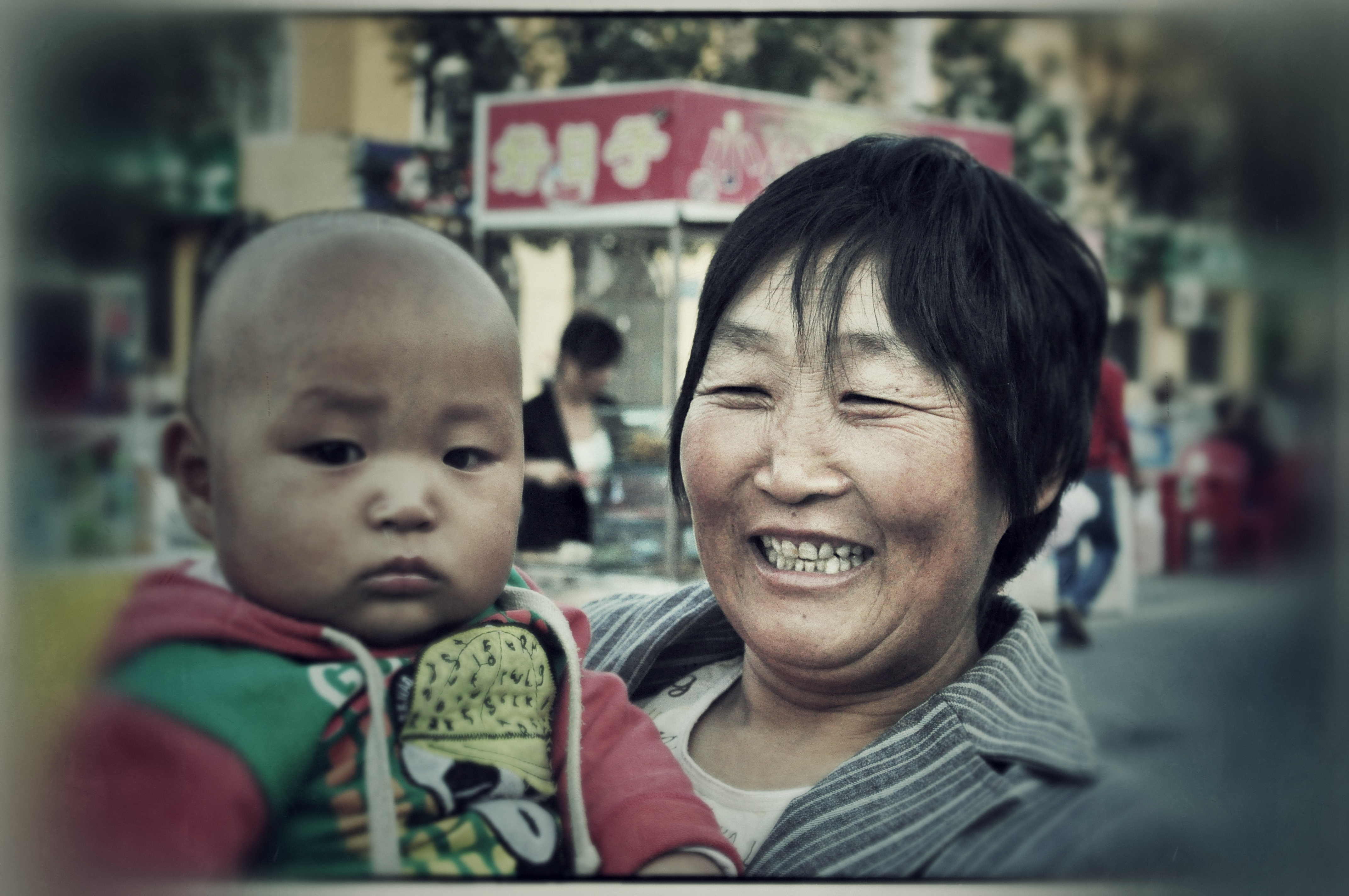 Chinese Portraits : Mother and Son - Portraits from diverse ethnic origins like Uyghur, Han, Kazak, Hui, Xibo and Mongol in China.